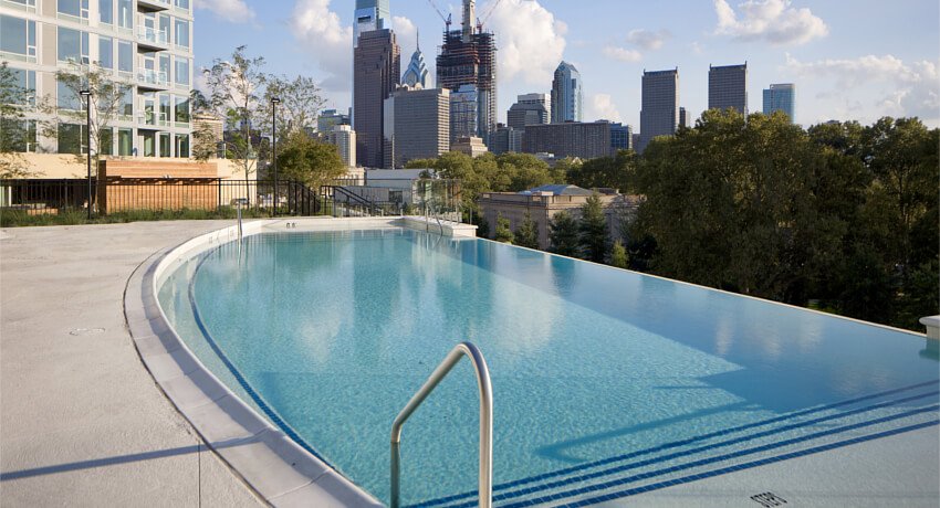 <span>INFINITY POOL</span><i>Go for a swim on the edge of the world. Overlooking the majestic Ben Franklin Parkway, our infinity pool is unlike anything else in the city.</i>